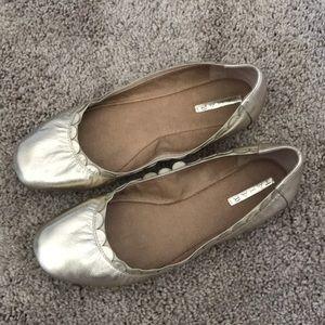 Tahari Scalloped Gold Ballet Flats - 8.5
